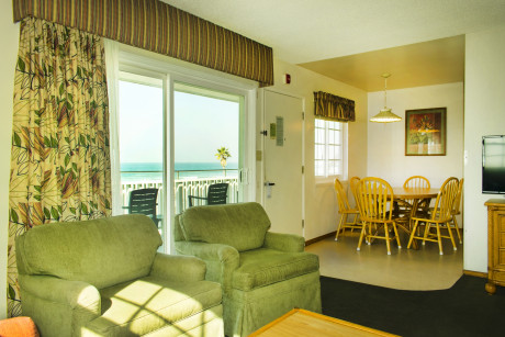 The Beach Cottage - Living area